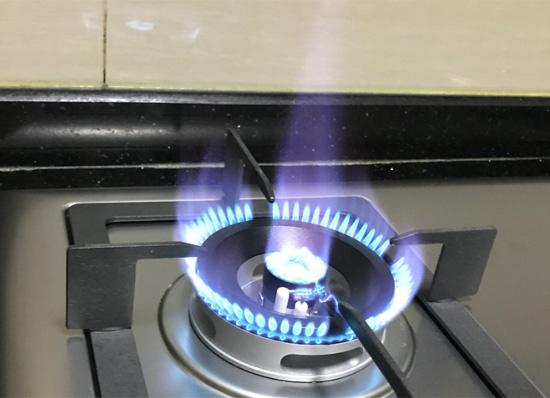 火焰呈喷射状